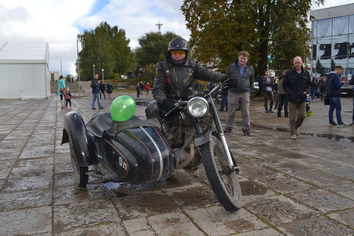 Игорь Чупин на своем «Иж-49». Фото: Александр Поскребышев