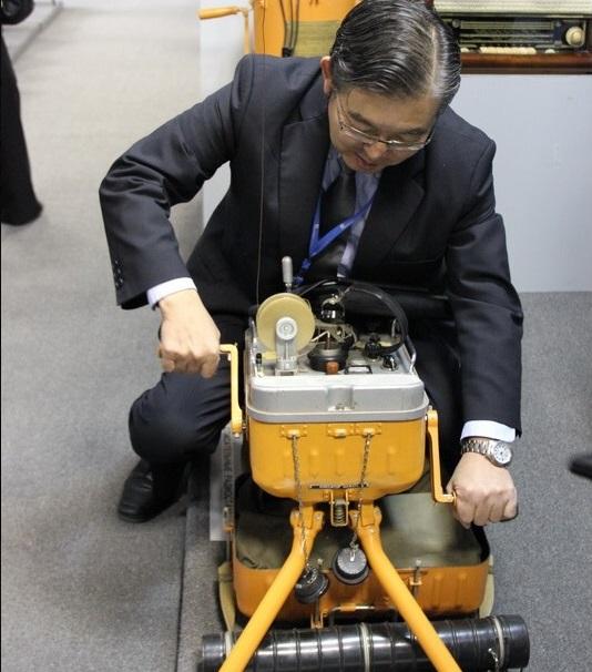 Потенциальный инвестор из Японии в музее Сарапульского радиозавода. Фото: srzudm.ru