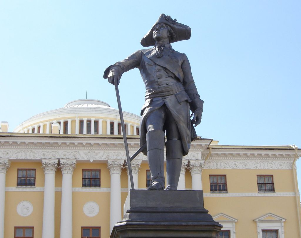Памятник Павлу I в Павловске. Фото: hellopiter.ru