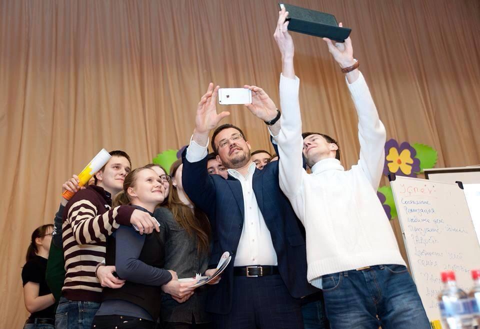 Сити-менеджер Ижевска Денис Агашин не многий из политиков, кто весь последний год вёл системную избирательную кампанию. Фото facebook.com (Денис Агашин)