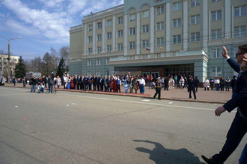 Приветствия достались почти всем участникам шествия