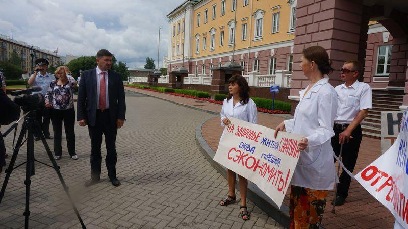 Во время пикета против закрытия противотуберкулезного диспансера в Сарапуле. Фото: ©«ДЕНЬ.org»