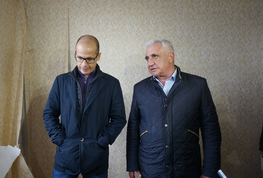 Беседа Александра Бречалова с Усиком Карапетяном. Фото: © «ДЕНЬ.org»