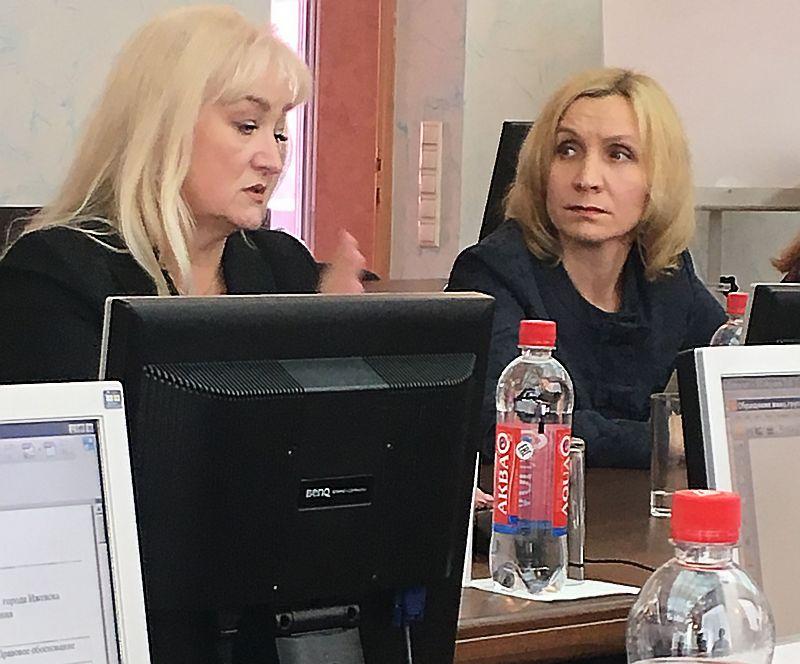 Директор лицея №30 Марина Рудольская и директор школы №40 Ирина Петрова, работавшая до своего недавнего назначения на должность директора завучем в лицее №30