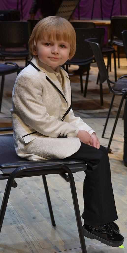 Елисей Мысин профессионально умеет позировать на фотокамеру. Фото: Александр Поскребышев