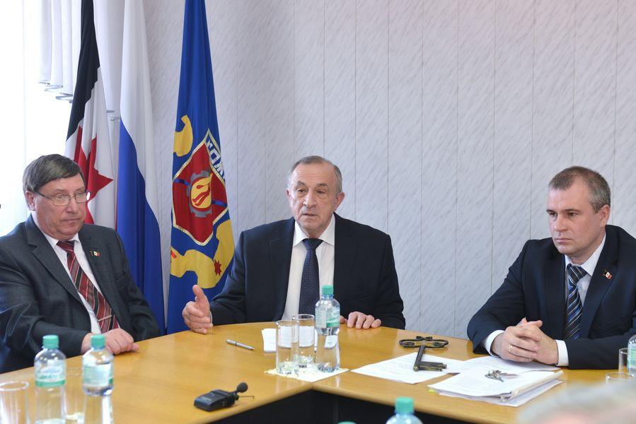 Избрание Крюкова главой Можги. Слева-направо: Валерий Корольков, Александр Соловьев и Андрей Крюков.