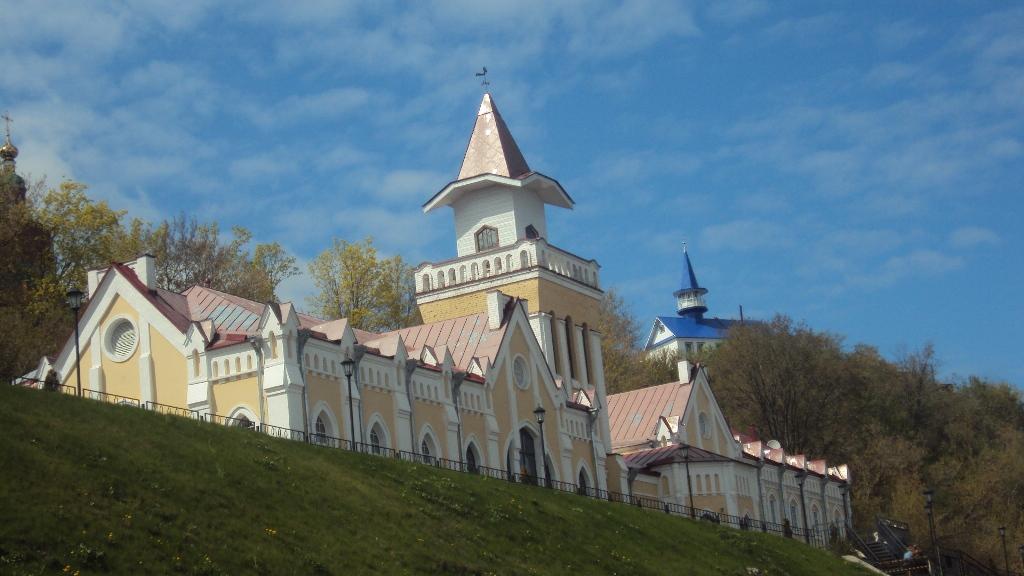 Насосная станция, построенная в начале 20 века, теперь стала популярным ресторанно-гостинничным комплексом. Фото: © «ДЕНЬ.org»