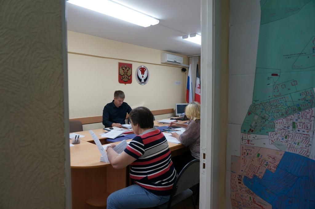 Работа избирательной комиссии. Фото ©День.org