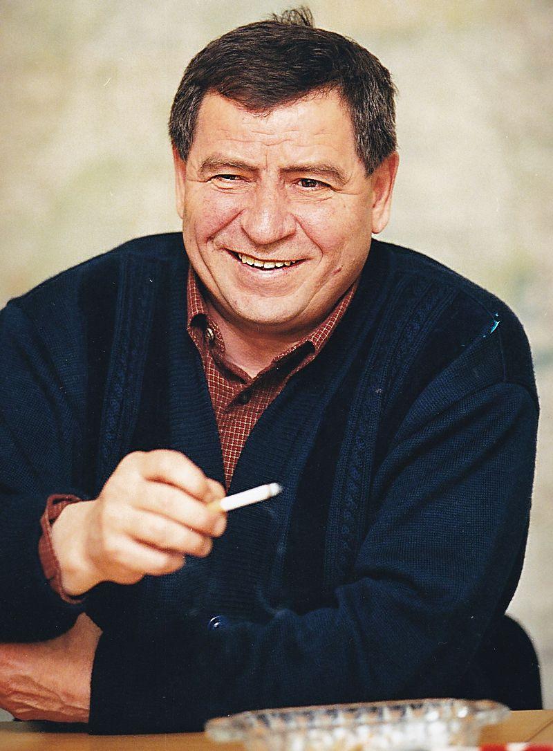 Кандидат в президенты Удмуртии Николай Ганза во время фотосессии для агитационных материалов. Фото: © Архив газеты «День», 2000 г.