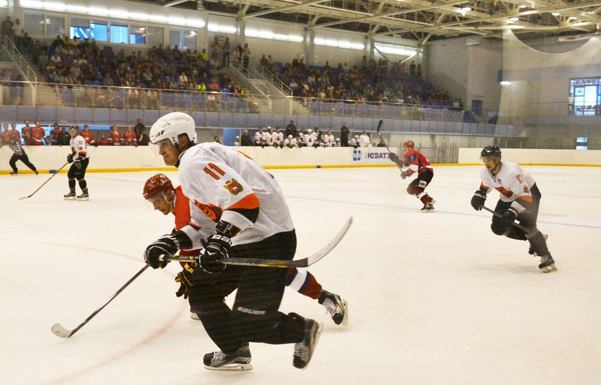 Как ни старались хоккеисты «Молота-Прикамья» догнать «Ижсталь» в счете, но так и не смогли. Фото: Александр Поскребышев