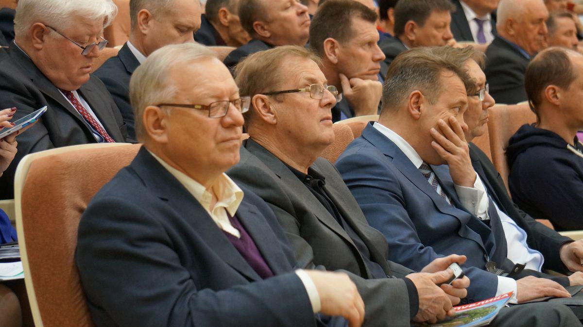 Послушать отчет Бречалова пришел Александр Горяинов, возглавлявший администрацию президента УР Александра Волкова. Фото: © «ДЕНЬ.org»