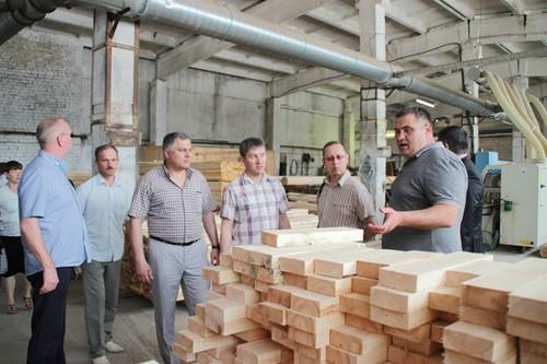 Олег Кочуров (крайний справа) на выездном заседании фракции КПРФ в мае 2015 года. Фото: kprf-udm.ru