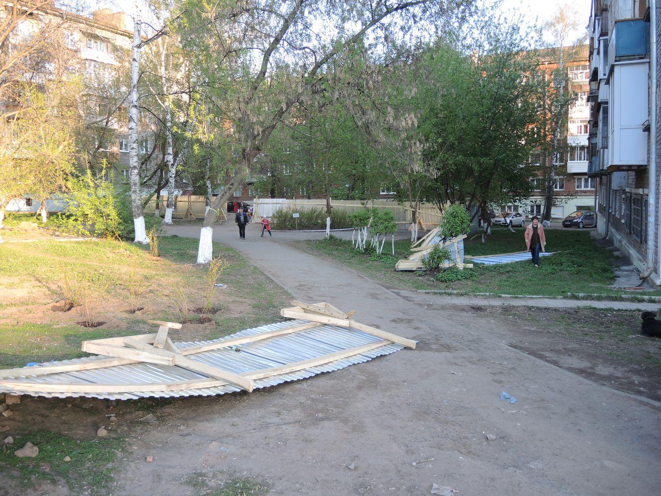 Возведенный в мае прошлого года забор несколько раз ломали местные жители. Фото из архива ©«ДЕНЬ.org»