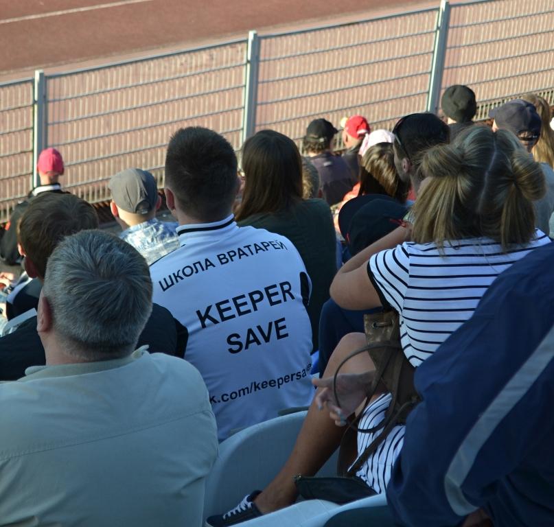 В Ижевске на трибунах стадиона можно увидеть и представителей школы вратарей. Фото: Александр Поскребышев