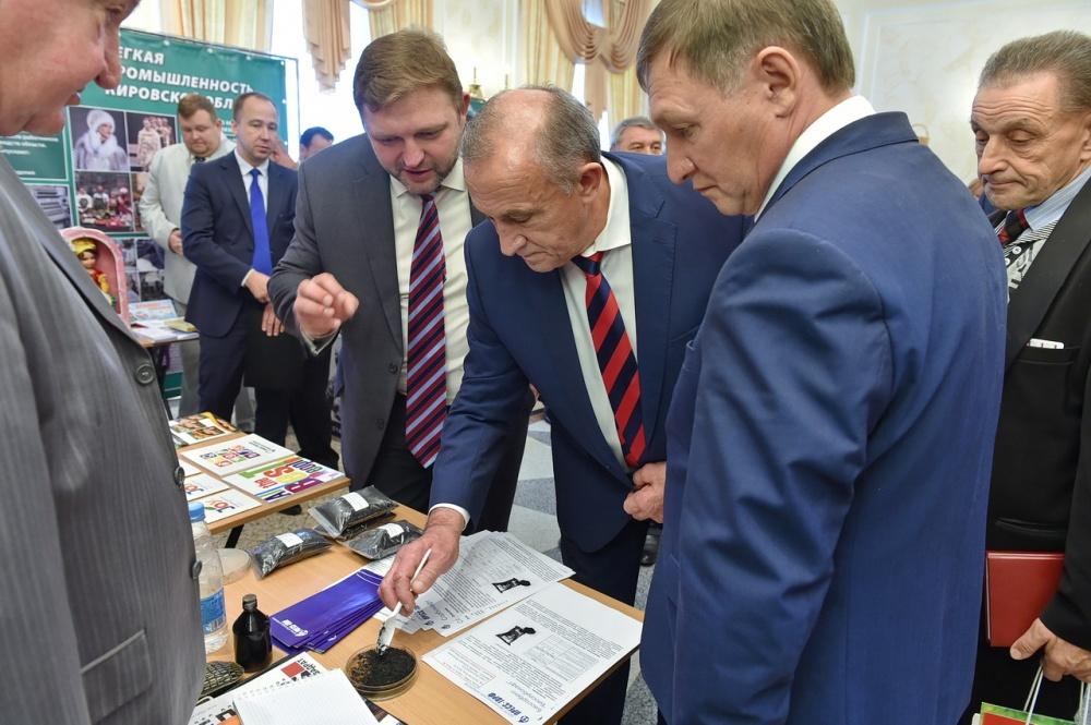 Никита Белых в прошлом году презентовал, похоже, черную икру. Фото: udmurt.ru