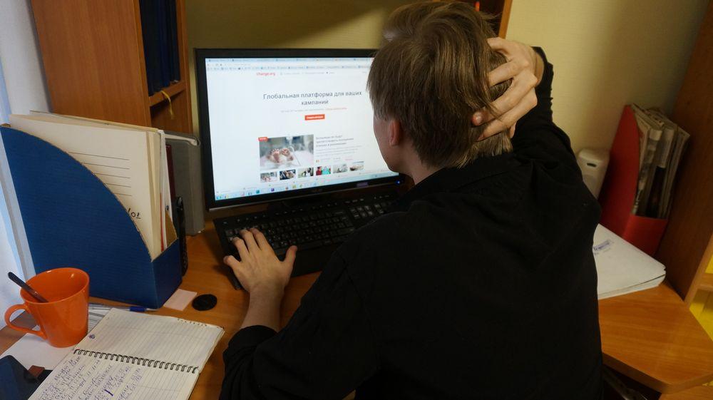 Писать петиции и голосовать за них стало модно.Фото: © «ДЕНЬ.org»