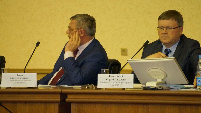 Юрий Тюрин слушал внимательно, но очевидно, что того, что хотел услышать, не услышал. Фото: © «ДЕНЬ.org»