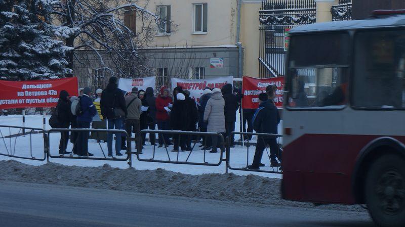 Митинг в декабре 2015-ого. Доведенные до отчаяния дольщики готовы объявить голодовку. Фото: © «ДЕНЬ.org»