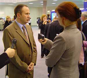 И. о. губернатора Пермской области Олег Чиркунов даёт интервью газете «День», 2004 год. Фото: dayudm.ru