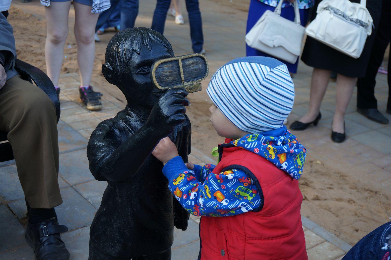Скульптура в Сквере металлургов. Фото ©«ДЕНЬ.org»