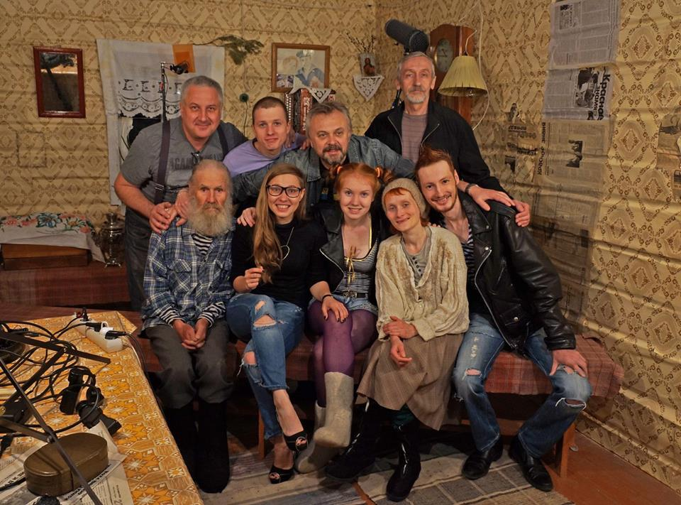 Вениамин Тронин и съемочная группа. Фото: 18media.ru