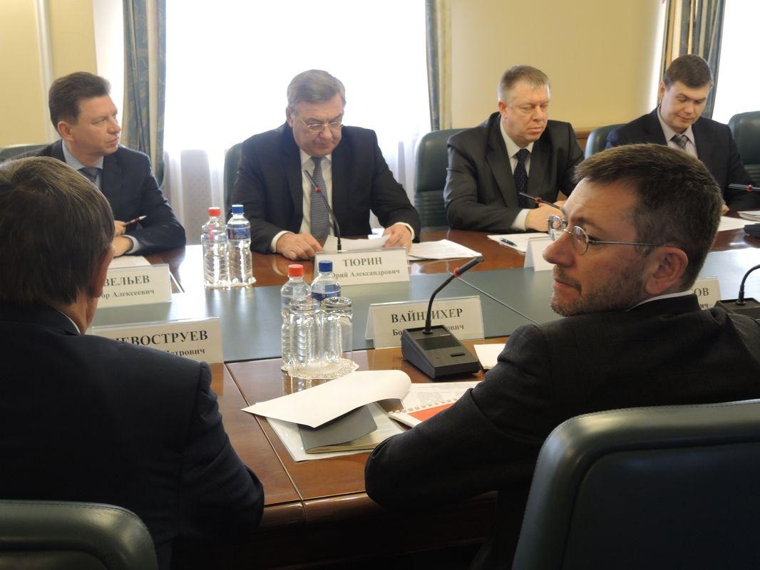 Борис Вайнзихер на встрече, посвященной ситуации с отоплением в Ижевске. Фото: © «ДЕНЬ.org»