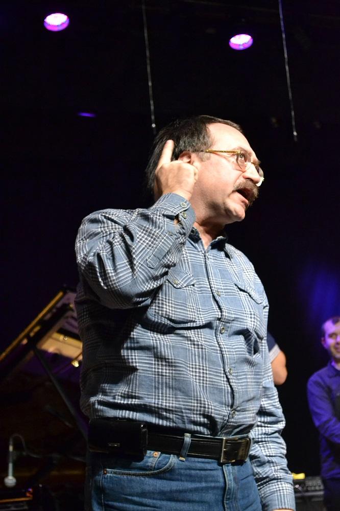 Даниил Крамер всегда внимательно прислушивается к акустическим возможностям концертного зала. Фото: Александр Поскребышев