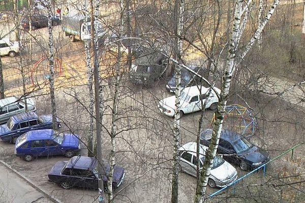 Парковка в ижевском стиле. Фото: izh2.ru