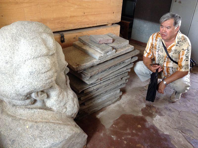Скульптор Борис Козлов три года не видел свое творение. Фото ©«ДЕНЬ.org»