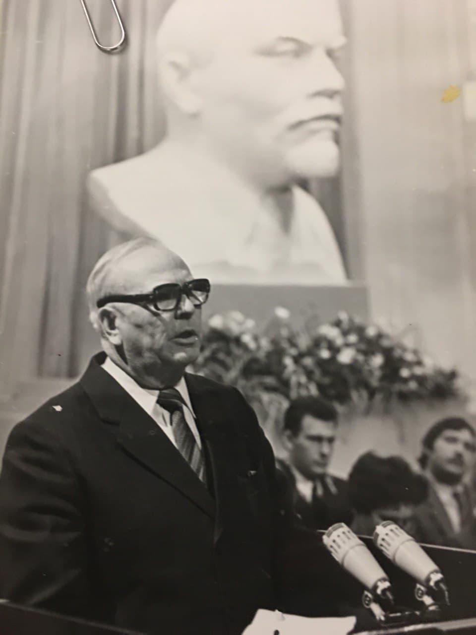 Первый секретарь обкома Валерий Марисов.