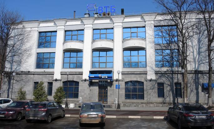 Офис здания ВТБ в столице Удмуртии находится в минуте ходьбы от места пикета.