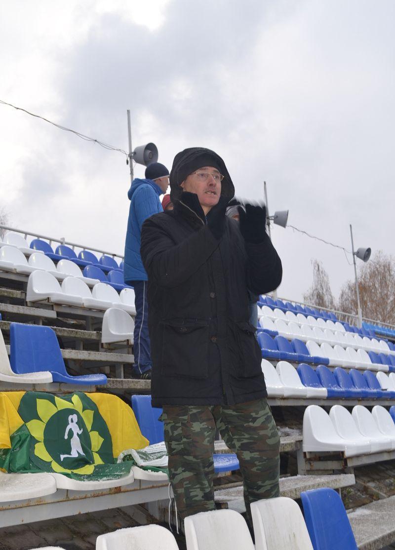 Этот болельщик «Кубаночки-ЦСП № 4» старался в одиночку перекричать группу фанатов «Звезды-2005». Фото: Александр Поскребышев