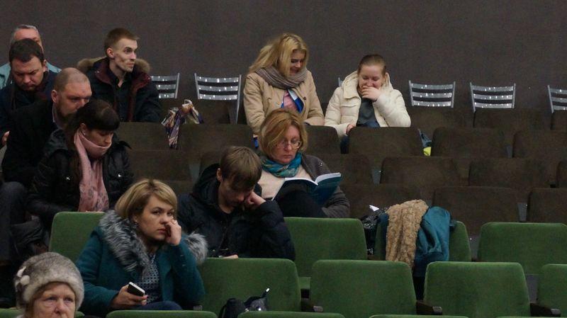 Суть слушаний собравшуюся публику интересовала мало. Фото: © «ДЕНЬ.org»