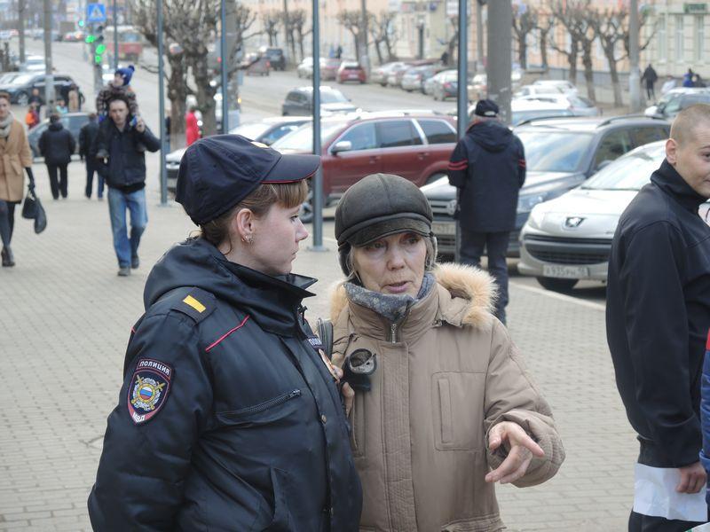 Полиция вела себя по отношению к возмущавшимся жителям довольно лояльно. Фото Юлии Сунцовой.
