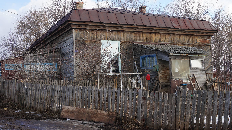Один из бараков, в который переехали люди. Фото: © «ДЕНЬ.org»