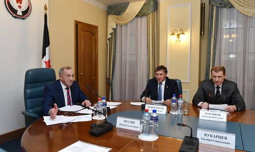 Заседание комиссии по незаконному обороту промышленной продукции. Фото: пресс-служба администрации главы и правительства УР.