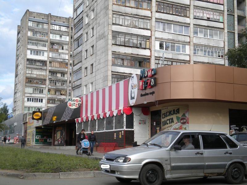 Заведения крупной сети в пристроях к жилым домам. Фото ©День.org