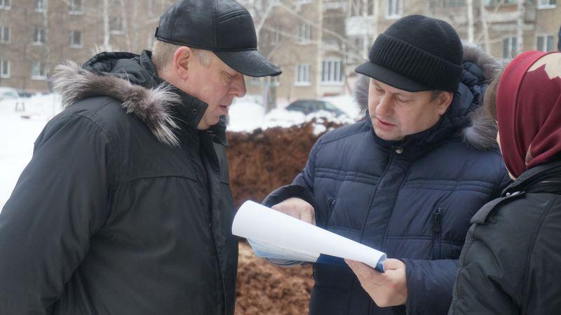 Вице-премьер Андрей Сивцов предпочитал близко к эпицентру разговора не подходить.Фото: ©«ДЕНЬ.org»