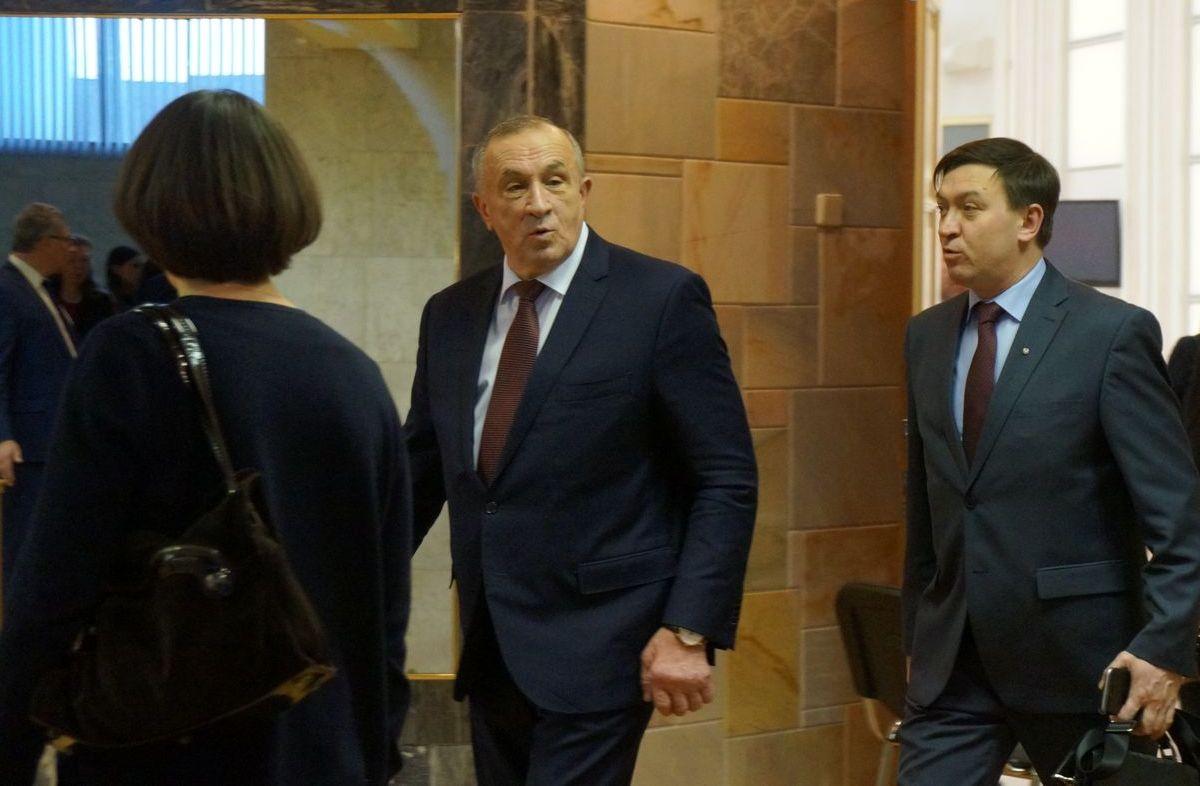 Сергей Бурнышев всегда был где-то поблизости от главы республики Александра Соловьёва. Фото: ©«ДЕНЬ.org»