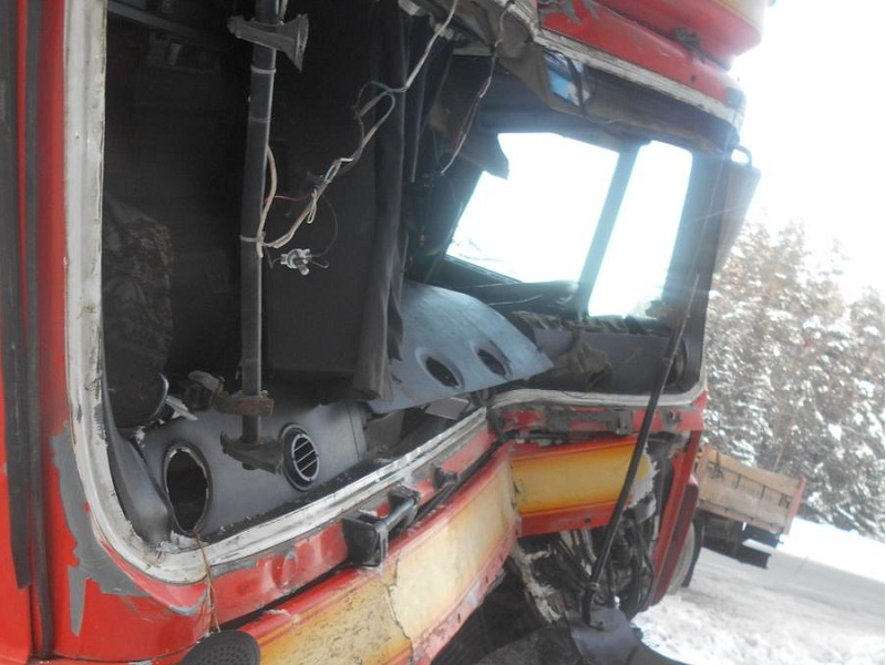 ВВоткинском районе шофёр умер при столкновении 2-х фур