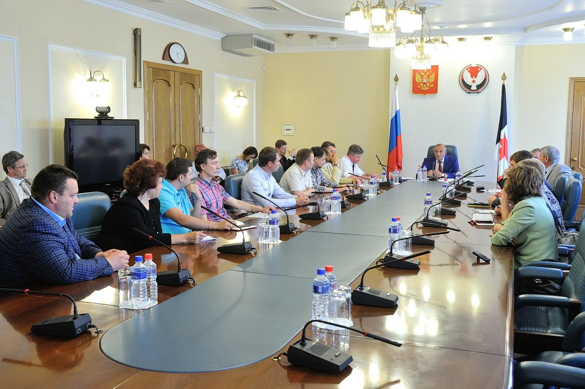 Встреча Александра Соловьева с представителями партий 30 июля. Фото: udmurt.ru