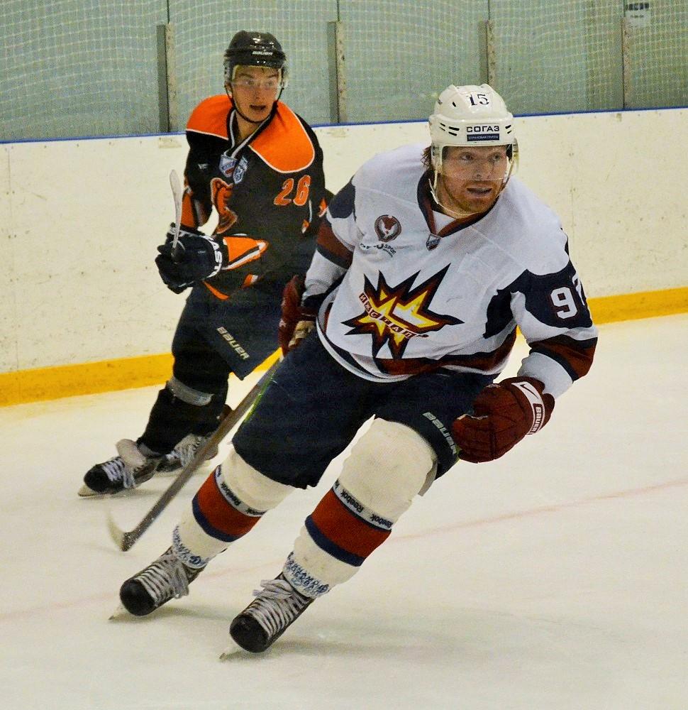 Кирилл Князев давно стал примером для молодежи по отношению к труду на льду. Фото: Николай Польчёнок