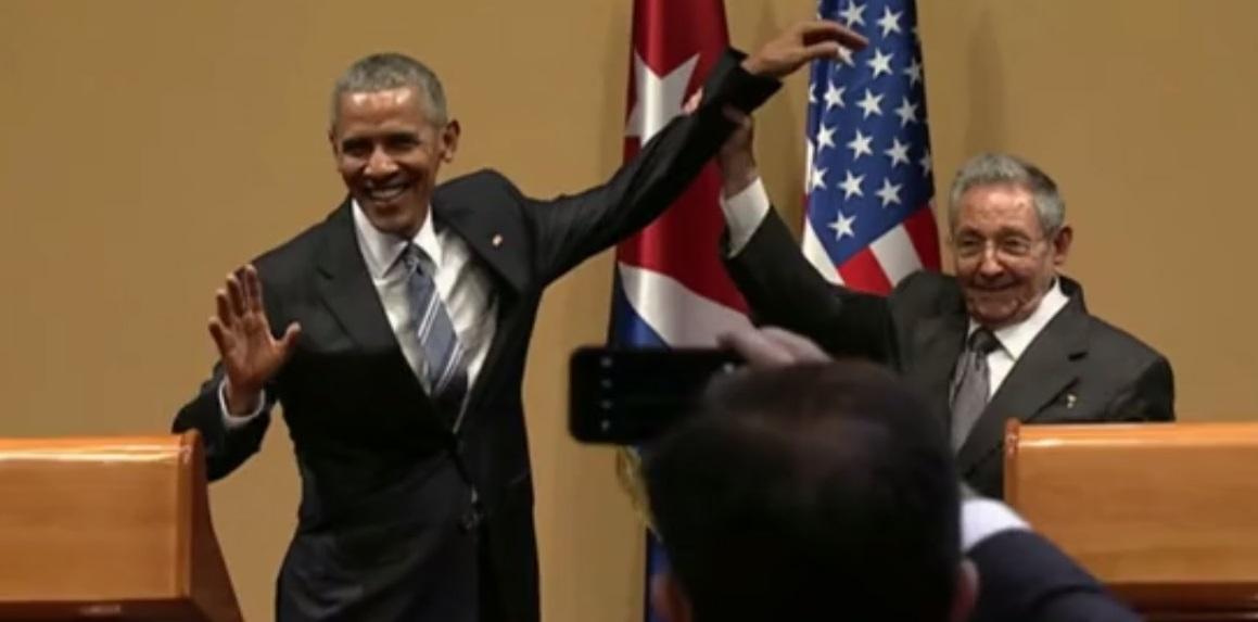 Фото: стоп-кадр из официального видеорепортажа о встрече Кастро и Обамы