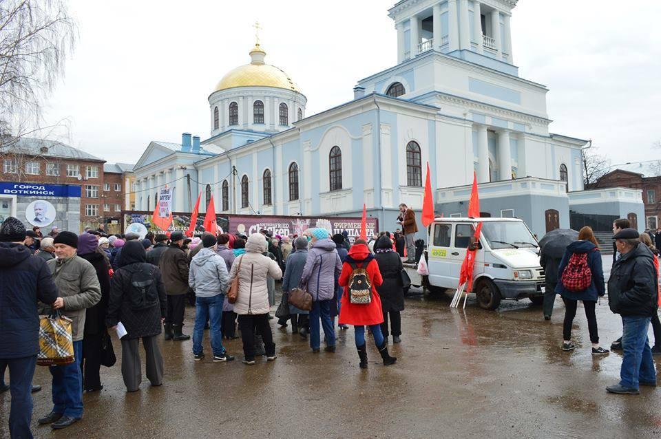 Митинг в Воткинске против передачи «Водоканала» в концессию, 10 апреля 2016 года. Фото: Ильдар Закиров