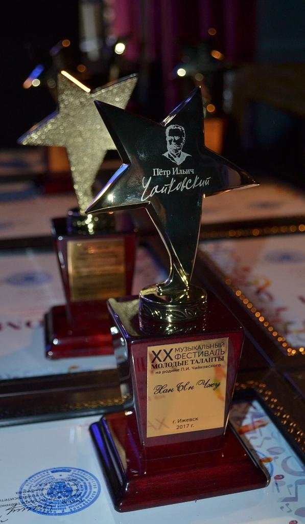 Звезду с автографом Чайковского получил каждый из молодых талантов. Фото: Александр Поскребышев