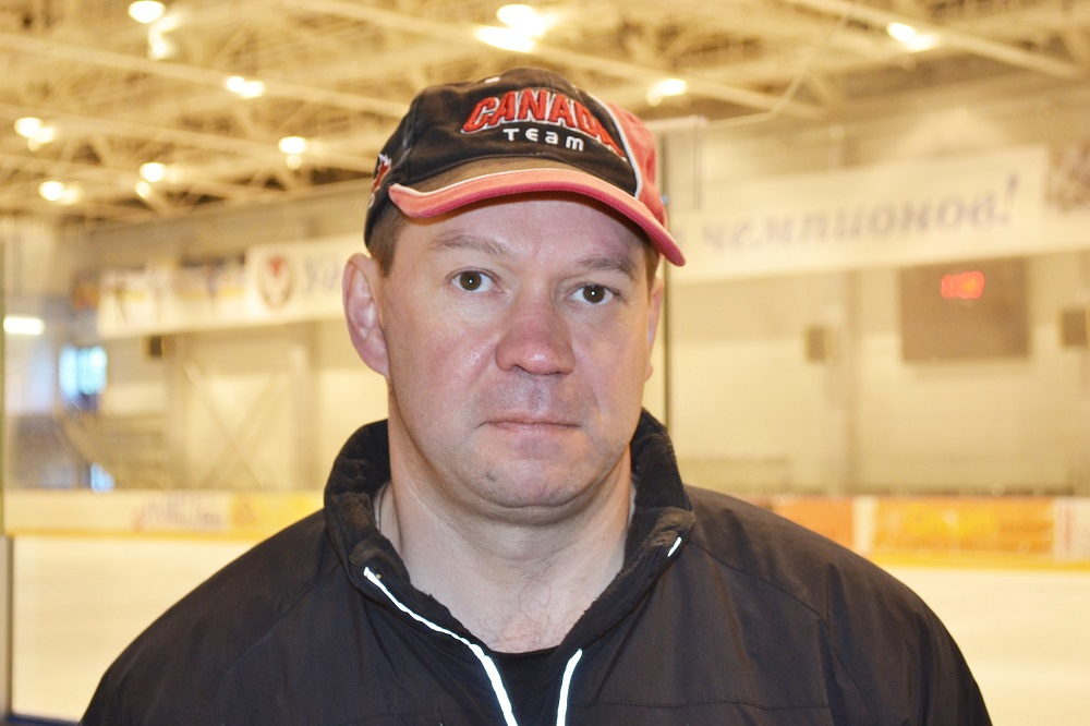 Александр Ураков придерживается оригинальной пропорции в формуле успеха хоккеистов: 1 процент отдает таланту и 99 процентов — пахоте. Фото: Александр Поскребышев