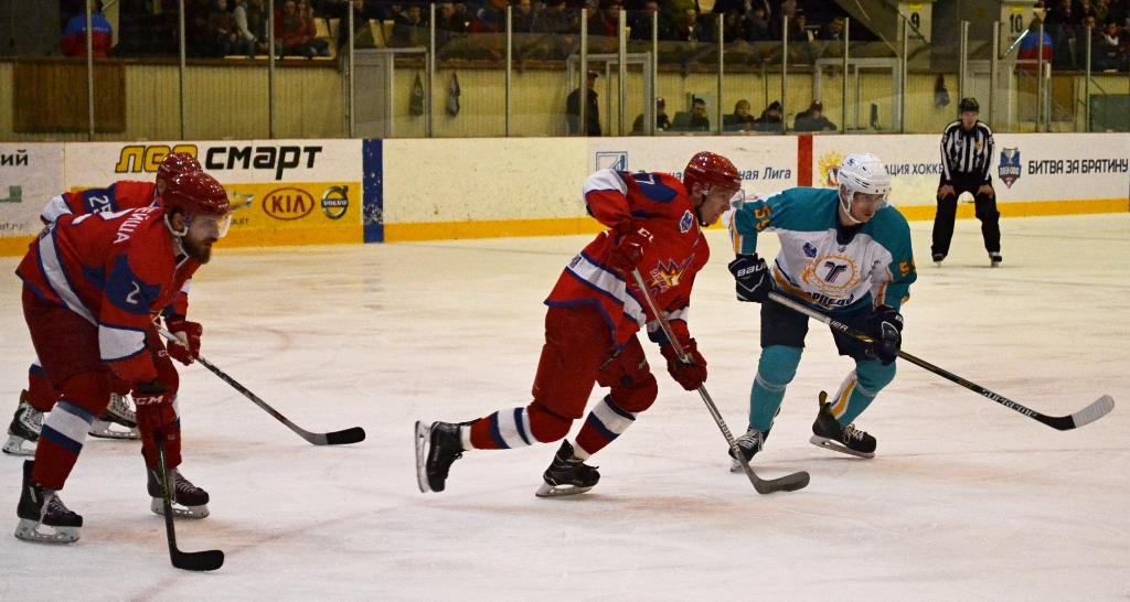 В тактическом плане хоккеисты «Ижстали» не проиграли «Торпедо», уступив в атакующей конкретике и заряженности на победу. Фото: Александр Поскребышев