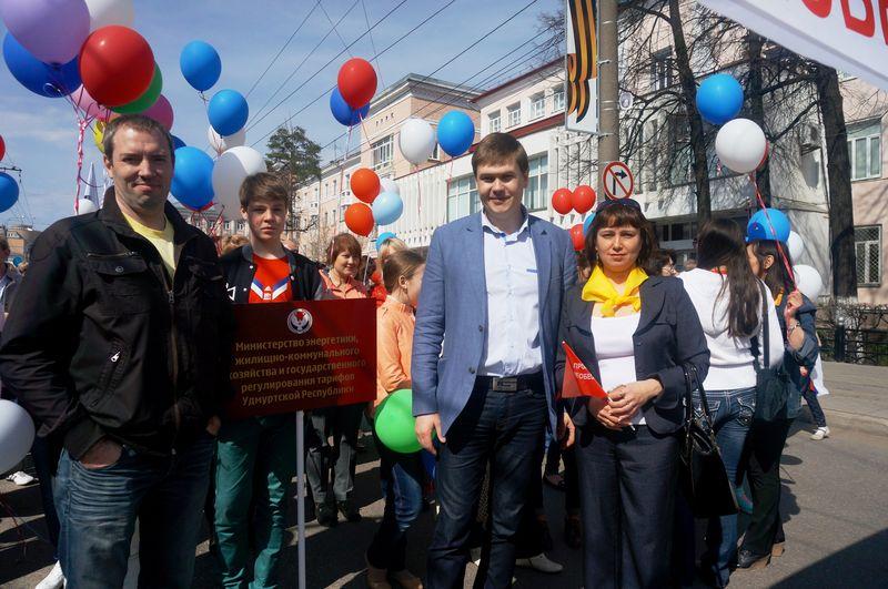 Министр ЖКХ Иван Маринин со своей семьей и замминистра Сергей Сивцов