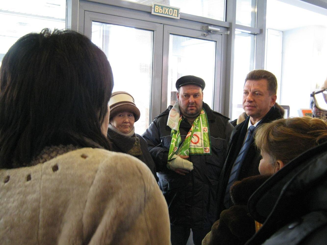 Пикетчикам удалось переговорить с Виктором Савельевым. Фото ©День.org