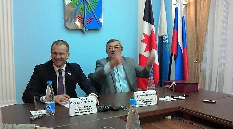 Юрий Тюрин и Олег Гарин развеселились, рассказывая о том, как будут праздновать Новый год. Фото: «ДЕНЬ.org»
